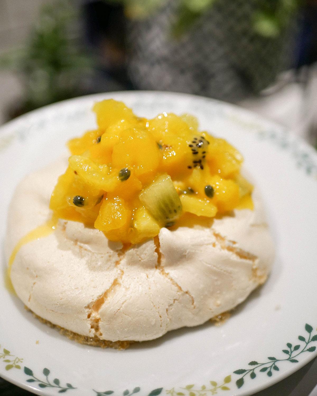 Pavlova d'hiver aux fruits exotiques