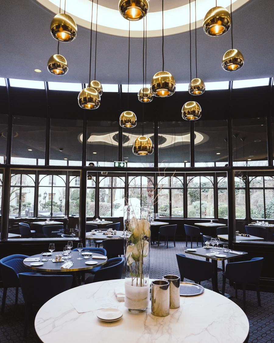 restaurant by la cloche