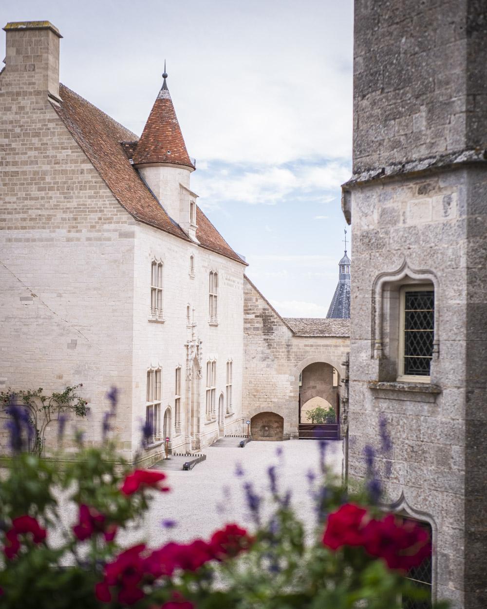 Châteauneuf château médiéval Auxois Bourgogne