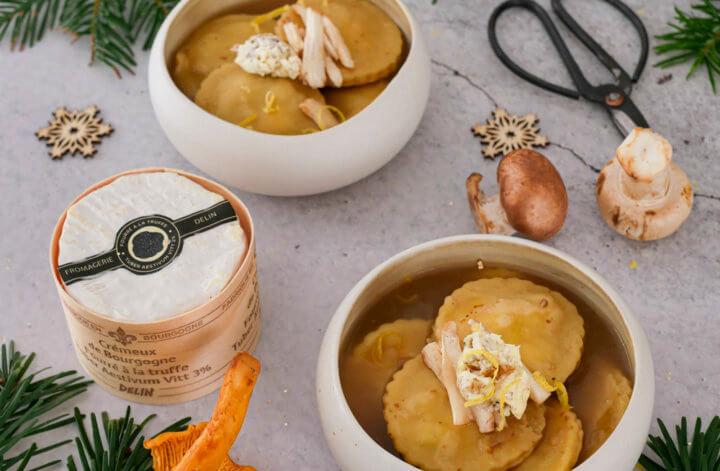 Ravioles au Crémeux de Bourgogne fourré à la truffe & bouillon tiède de champignons